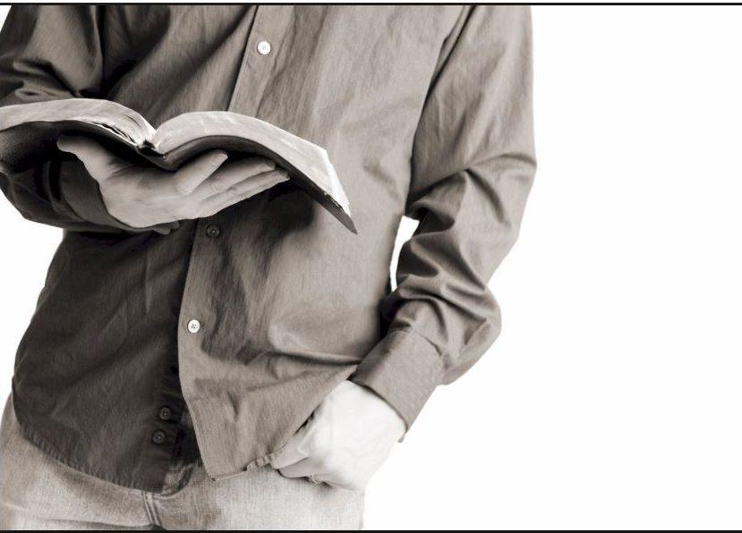 Tenemos la historia de un pobre muchacho irlandés, que vivía en Dublín, Irlanda. Este niño había estado asistiendo a la Escuela Dominical que quedaba cerca de su casa, por unos tres años. Él había visto, domingo tras domingo, que todos los otros niños llevaban sus Biblias y, él deseaba tener una.