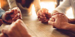 """La oración cristiana es la más alta prueba de energía de que es capaz la mente humana; porque para orar, se requiere la concentración total de las facultades. La gran masa de hombres mundanos es absolutamente incapaz de orar""""."""