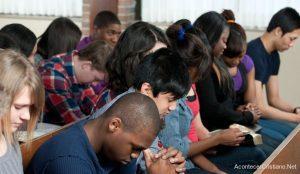 Jóvenes que asisten a iglesia tienen menos ansiedad y más optimismo