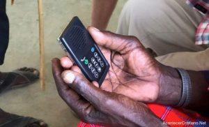 Distribuyen Biblias en audio a personas analfabetas en Kenia y aceptan a Cristo